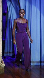 lupita-nyongo-cushnie-et-ochs-top-pants-purple-jimmy-fallon-h724